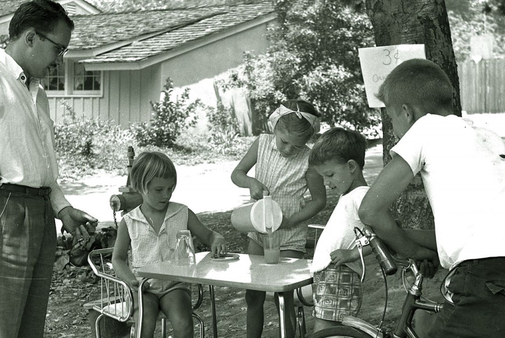 Children_selling_lemonade_to_an_adult_in_La_Canada,_California,_1960